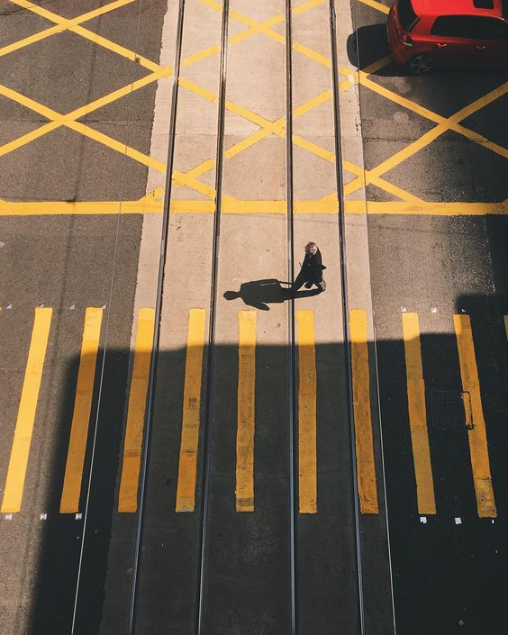 Quand la ville participe au cours de géométrie... / Missed opportunities. / By vdubl.
