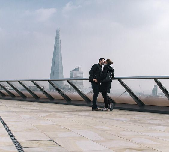 Feeling the love in #London!  Beautiful moment caught by @vinsce  Who would like to be this couple right now?!  || #sharethelove #thisislondon #shard by london