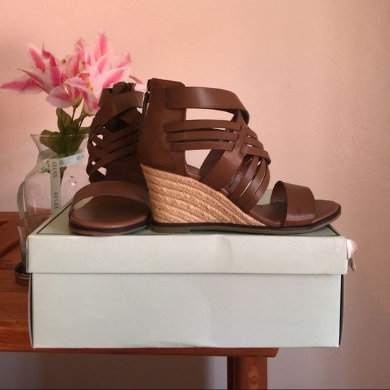 Women wedge sandals brown Size 6 never worn MIA Shoes Wedges