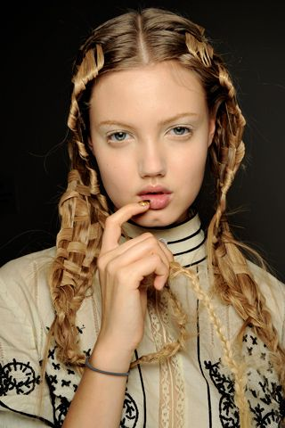 hair weaving new age #intensehair #intricatehairstyles