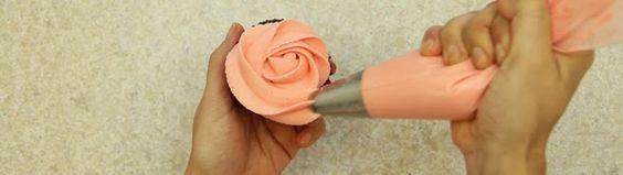 Cómo decorar tus cupcakes con Fondant y Frosting - Mini Serie de Repostería EP 4