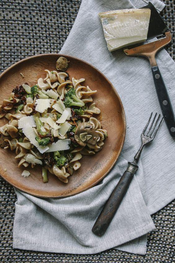 Tapas na Língua: Fusilli Integral com Cogumelos e Tomate Seco :: Whole Fusilli with Mushrooms and Dried Tomatoes