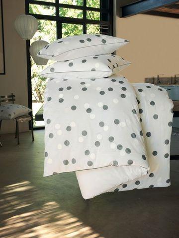 Beau linge de lit à pois