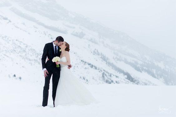 Mariage d'Aurélie & Damien en Haute-Savoie | Crédits: Margaux Graphy |  Donne-moi ta main - Blog mariage mariage --- #married #mariés #snow #neige #winter #montagne #HauteSavoie #RhôneAlpes #mariage #wedding