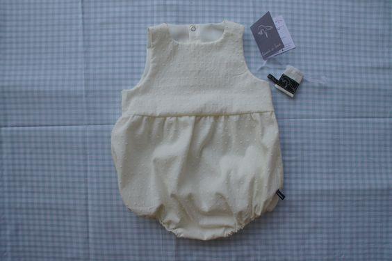 Collection bébé ♥ Barboteuse à fronces en plumetis ivoire