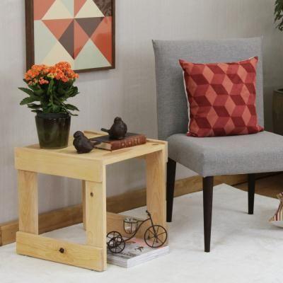 A Mesa Lateral Pallet é produzida em Madeira Pinus e possui quatro sapatas de sustentação. #mesa #table #decorate #decoratingideas #design #Enjoymid #moveis