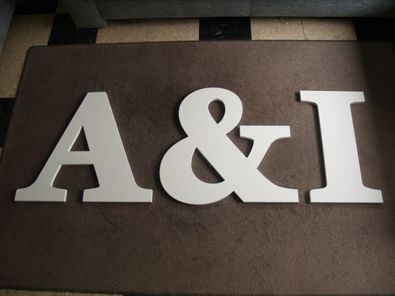 Grote witte letters