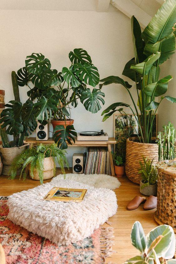 Creating a Jungle Record Corner — Black & Blooms -  Los pasillos son los espacios comunes más atentos de la casa, donde se tienen en cuenta los detalles sobre el piso de la pared, el revestimiento del piso, la decoración del techo, muebles y accesorios, texturas, colores, formas y más. Aquí se pueden encontrar elementos decorativos llamativos y magníficos, además, es posible que desee marcar la diferencia en la decoración de la sala de estar con un enfoque minimalista y sofisticado. Puede adopt