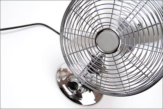 Nada melhor que um bom ventilador ou circulador para renovar os ares da sua casa e deixá-la bem fresquinha, não é? Principalmente no verão, estação quente que vem acompanhada de certo desconforto e sensação de ar abafado causados pelo calor. Mas qual é o aparelho ideal para você: ventilador ou circulador? http://blog.casashow.com.br/ventilador-ou-circulador-voce-sabe-as-diferencas/