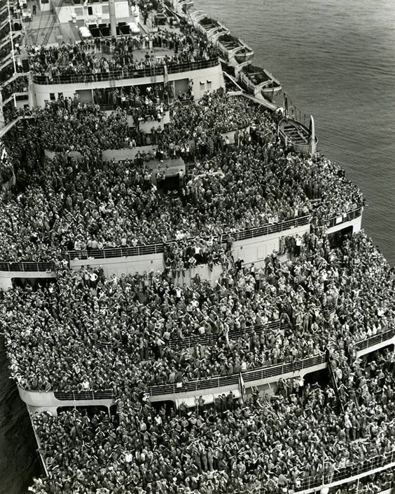 Le pont du Queen Elizabeth, fin de la 2ème Guerre mondiale, les alliés rentrent chez eux