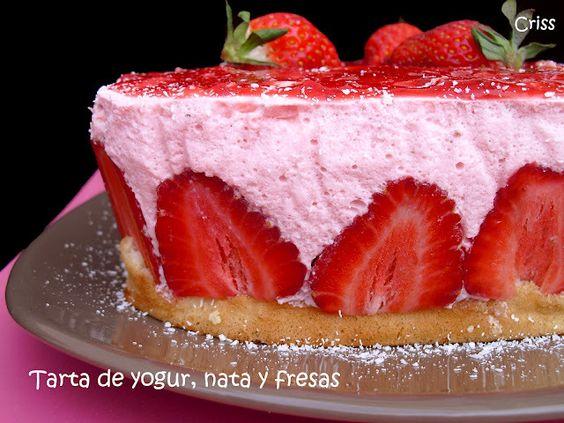 Tarta de yogur, nata y fresas. Ver la receta http://www.mis-recetas.org/recetas/show/36598-tarta-de-yogur-nata-y-fresas