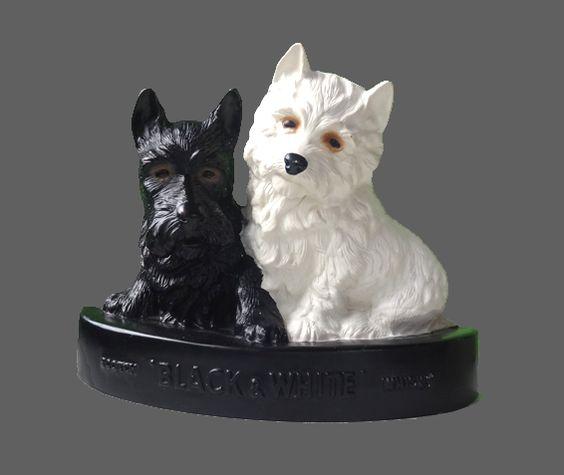 Objet Pub ... Statue Chiens Scotch Whisky BLACK and WHITE. Le Westie blanc et le Scottish Terrier noir, mascottes de la marque Black & White ... ... sur www.mulubrok.fr