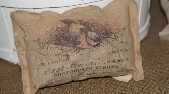 Mudpies & Marigolds: Mini Pillow tutorial No sew pillows.