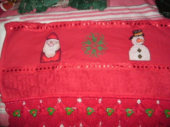 toalha de rosto, bordado em ponto cruz, com barrado em macramê, com detalhes de botões, aceito encomendas; inesmoreira60@hotmail.com