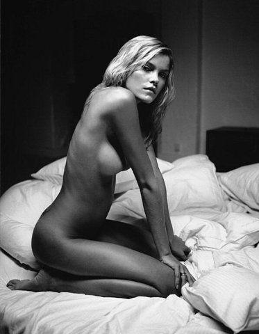 Full hd nude girls stretching