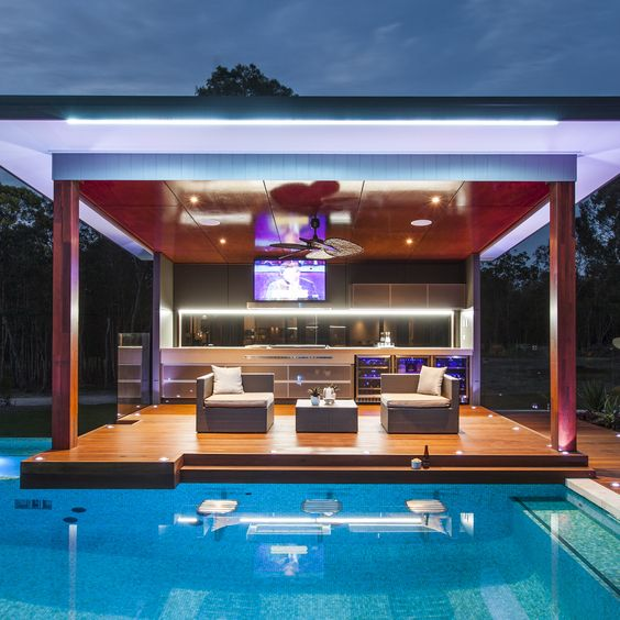 Modern outdoor kitchen/ entertaining area