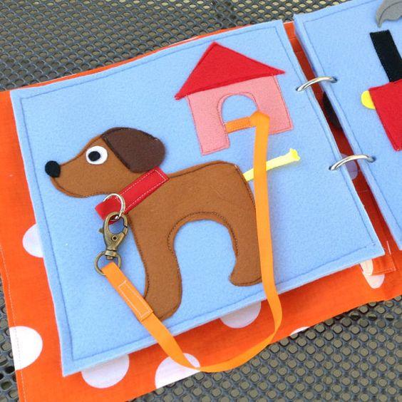 Diese beschäftigt / quiet Buchseite, hergestellt aus Filz verwendet ein Karabinerhaken anfügen das Hundehalsband an der Leine. Wählen Sie alle