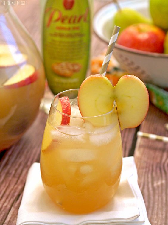 Apple pies punch and pies on pinterest for Thanksgiving drink recipes with alcoholic