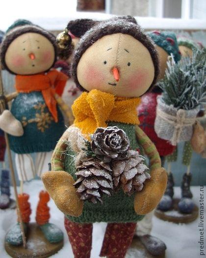 Lordag+(Суббота)+-+Новогодняя+неделька.+Один+из+семейки+новогодних+снеговичков+-+Lordag(+Суббота)+или+просто+Lo.+Сшит+из+хлопка,+ароматизирован+корицей+и+ванилью,+пахнет+праздником+:-)+Одежда+из+американского+хлопка+и+шерсти,+сшита+и+связана+вручную,+снимаются+только+шапочка+и+шарфик.