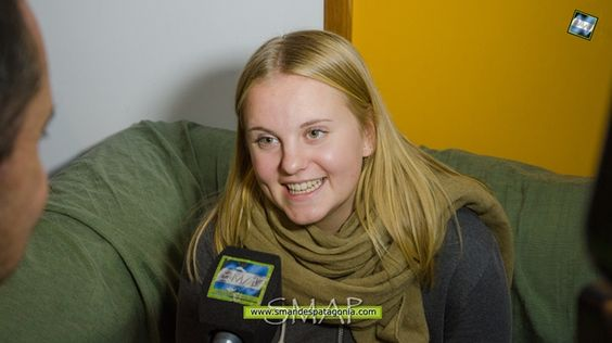 """Hilde Nilsson habla sobre la fundación educativa Youth For Understanding Youth For Understanding, o """"Juventud para el entendimiento"""", es una organización educativa sin fines de lucro, que promueve la paz entre los pueblos del mundo a través de intercambios estudiantiles. Hilde Nilsson, es una joven sueca, que entre 2013 y 2014, realizó su intercambio estudiantil en Río Gallegos, y al terminar la beca, continuó trabajando en YFU promoviendo el programa. #SanMartindelosAndes #SMAP…"""