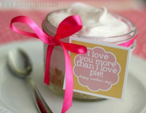 Frozen Lemonade Pie in a Jar AND Mother's Day Printable...can make tarts if you prefer...What a fabulous idea!