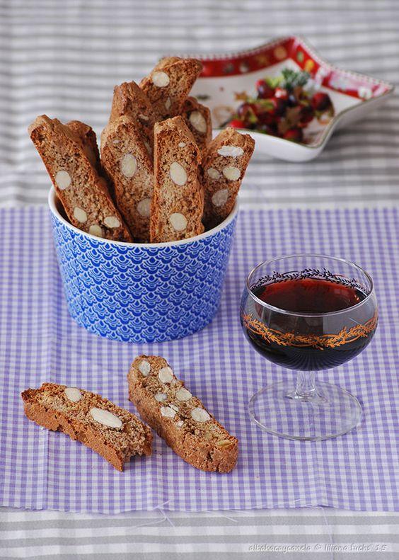 Receta de biscotti de almendras, naranja confitada y chocolate, y un concurso