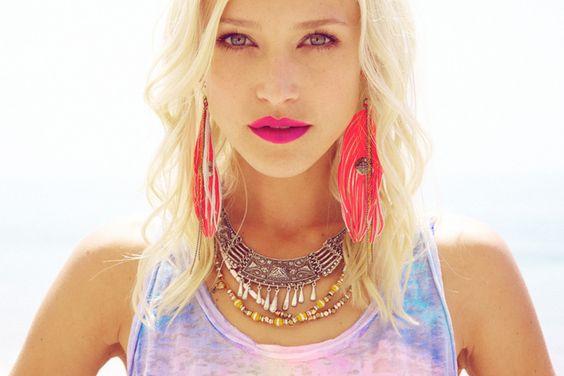 http://gofashionlane.blogspot.com.es/2012/05/sky-high-for-tie-dye.html: Feather Earrings, Hippie Bohemian, Bohemian Lifestyle, Pink Feathers, Style Inspiration, Lipstick Earrings, Lip Colors, Pink Lipsticks
