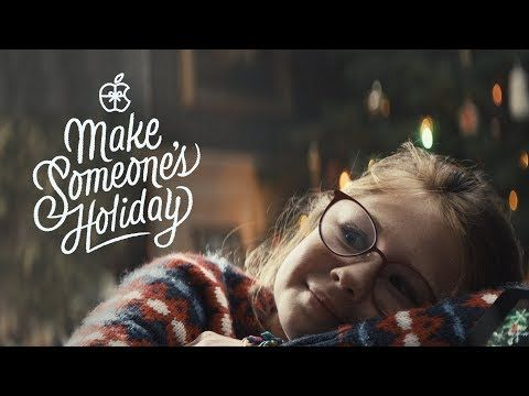Apples Christmas Ad 2020 500) Holiday — The Surprise   YouTubeApple:給外公的紀念相冊 在