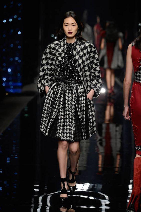 Milano Moda Donna AI 2015/2016: la sfilata di Scervino   Completo con fantasia black & white   Foto