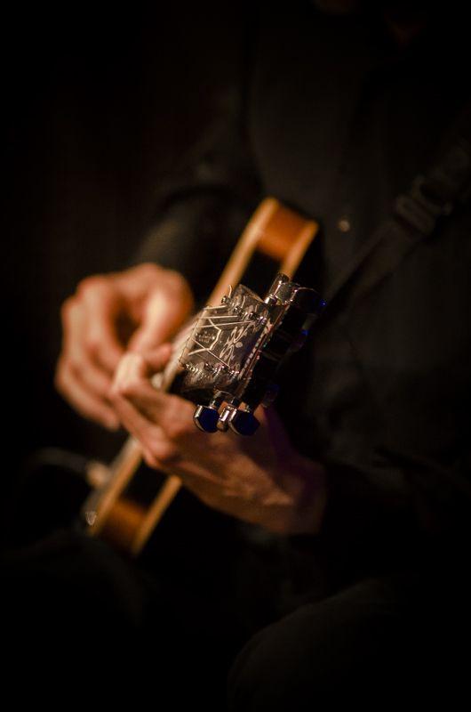 Javier Feierstein, guitarra.