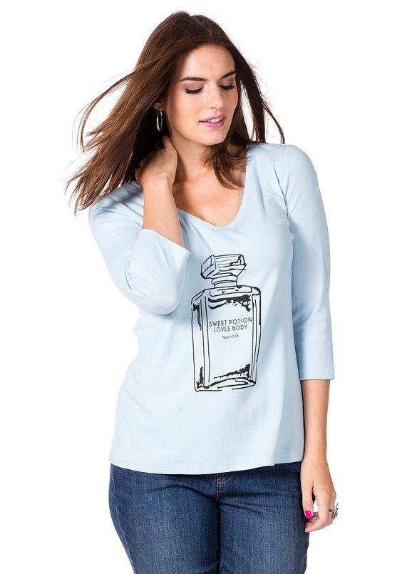 Typ , Shirt, |Material , Baumwolle, |Materialzusammensetzung , 100% Baumwolle, |Passform , Leicht tailliert, |Ausschnitt , V-Ausschnitt, |Optik , mit markantem Frontdruck, |Gesamtlänge , Größenangepasste Länge von ca. 66 bis 76 cm, |Ärmellänge , ¾-Ärmel, | ...