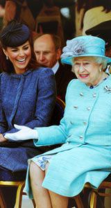 Wonder what joke that was...?: Queen Elizabeth, Giggle, Funny Things, Funny Shit, Funny Pictures, The Queen, Funny Stuff, Funny Quotes, Queenelizabeth
