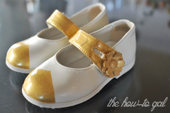 The How-To Gal: Cream and Gold Toddler Shoes Refashion: Diy Shoes, Shoe Refashion, Cream And Gold, Children S Shoes, Toddler Shoes, Shoes Refashion, Children Shoes, Heavenly Shoes
