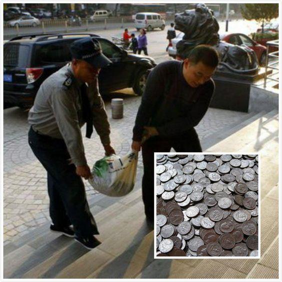 vendedor de vegetais #China salva 15, 000 moedas de dez centavos! Bancos locais dispostos a oferecer a contagem manual. Opinião pública dividida