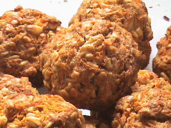 Aquí tenemos unas galletas buenísimas, a las que dar un buen bocado,o dos, o los que hagan falta, con sus trocitos de zanahoria, y con la tranquilidad de que no llevan azúcar, y  de que son aptas para diabéticos .