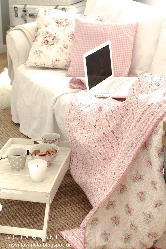 Gemütlich und #kuschelig - so muss der #Valentinstag verlaufen! Ob Ihr nun gemeinsam romantische Filme schaut oder heißen aromatischen Tee schlürft. ~ www.edlewelt.de ~