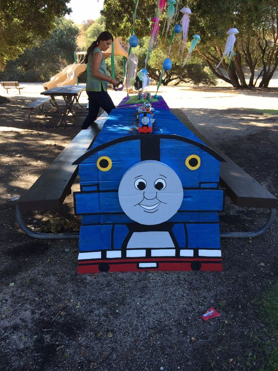 Thomas the train table decorations