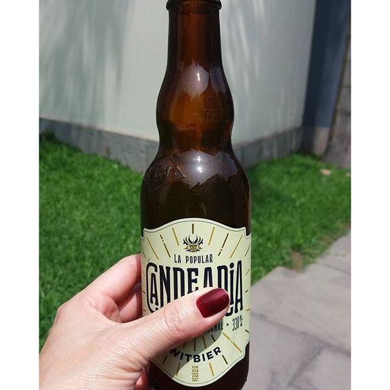 Y salió el sol. Extrañaba tomar mi cervecita heladita junto a unos rayos de sol...@cervezacandelaria #díasdeinvierno #díasdesol #cerveza #yavienelaprimavera #candelaria #hechoenperú