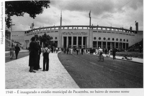 1940 - Neste ano é inaugurado o estádio municipal do Pacaembu, no bairro de mesmo nome. Foto de Hildegard Rosenthal. Acervo do Instituto Moreira Salles.: