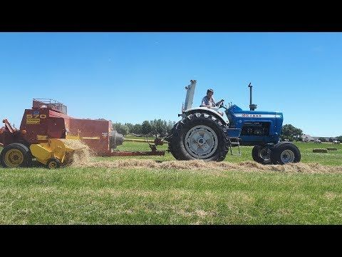 Stro En Hooi Pakjes Persen Ford 8000 New Holland 570 Youtube Ford Tractors New Holland Cummins