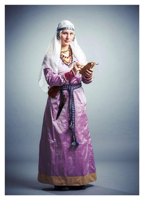 Documentation for the costume of a Novgorod free woman/citizen, 13-14th century. Source: www.liveinternet.ru/users/garpia_ancient/blog ПАСПОРТ КОСТЮМА НОВГОРОДСКОЙ ГОРОЖАНКИ КОН. 13- НАЧ. 14 ВЕКОВ
