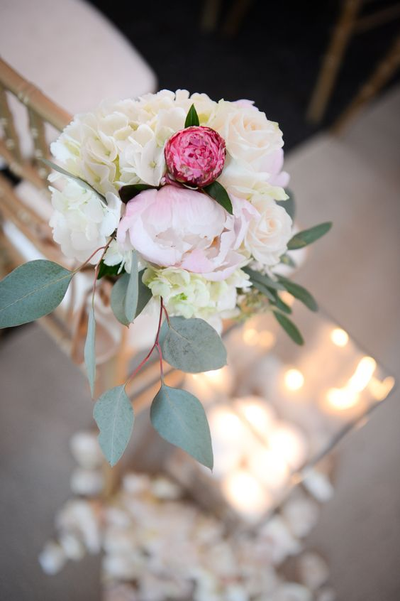 aisle markers- similar but in blush instead of darker pink