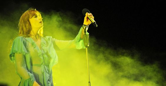 Pela terceira vez no Brasil, a banda inglesa Florence + the Machine encerrou o festival Lollapalooza Brasil 2016, que recebeu neste domingo (13) 75 mil pes...