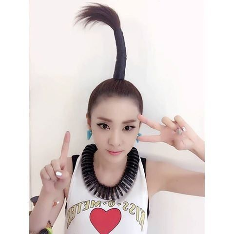 264 Likes 2 Comments 4ever2ne1 Legendtoanyone On Instagram I Love Your Hairstyle Palm Hair 2ne1 Cl Dara Minzy In 2020 Old Hairstyles 2ne1 Dara 2ne1
