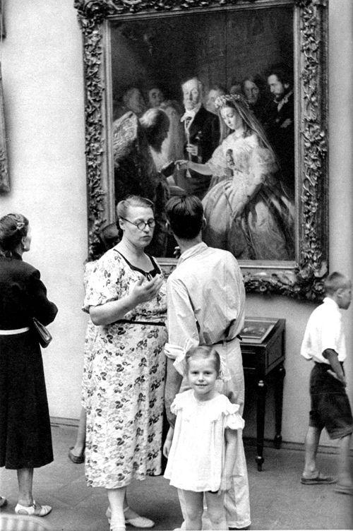 Tretyakovsky Art Gallery, Moscow, USSR, 1954, by Henri Cartier-Bresson.: