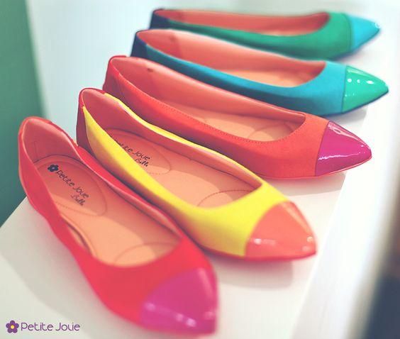 Sapatilhas multicolor <3 www.petitejolie.com.br
