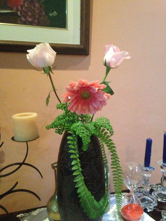 Gerberas y rosas rosadas