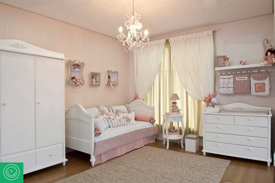 Ambiente com a cama, roupeiro e cômoda da linha. Uma graça! <3