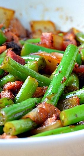 "BACON & ONION GREEN BEANS RECIPE ==INGREDIENTS== (Serves: 4) 1 lb. green beans, 4 slices of thick cut pepper bacon, 1 c onion, chopped into ½"" pieces, 2 t sugar, ½ t fresh thyme, 1½ T apple cider vinegar, 1 t salt, ½ t pepper====:"