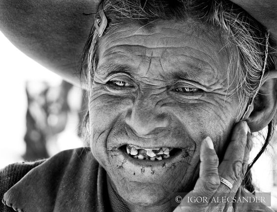 Senhora jujeña sorrindo